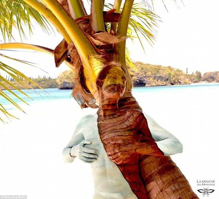 nude-body-painting-background-women-palm-tree