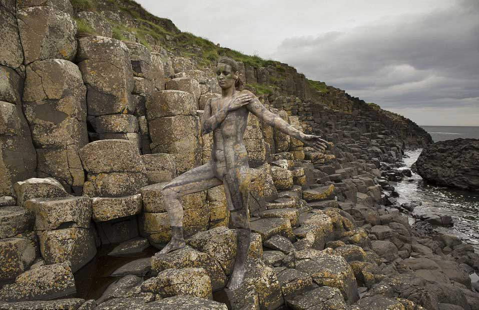 nude-body-painting-background-women-sea-shore-stones